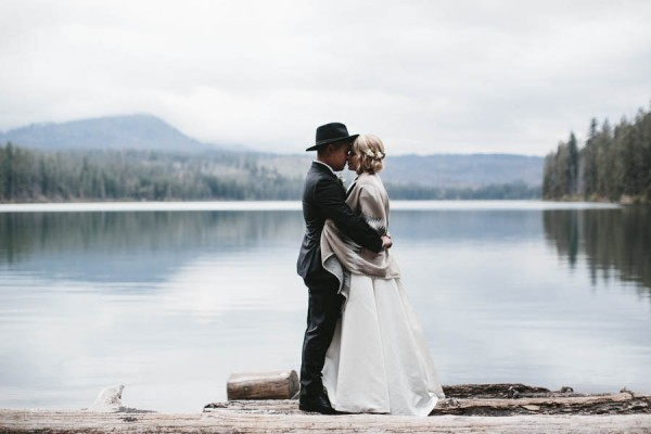 Black-and-White-Log-Cabin-Wedding-Pure-Cozy-Chic-10