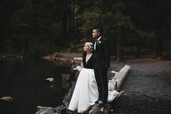Black-and-White-Log-Cabin-Wedding-Pure-Cozy-Chic-11