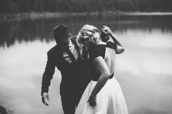Black-and-White-Log-Cabin-Wedding-Pure-Cozy-Chic-12