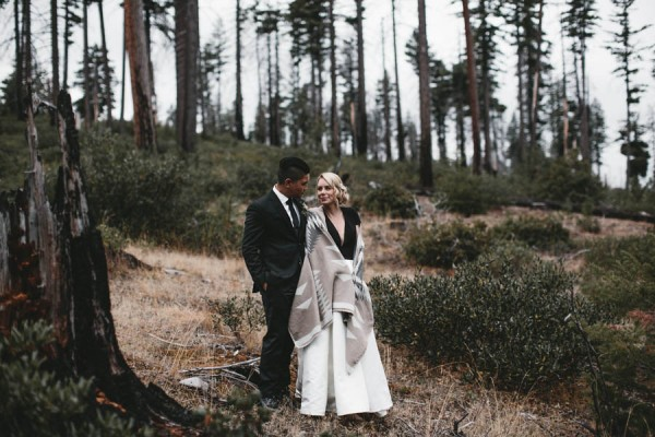 Black-and-White-Log-Cabin-Wedding-Pure-Cozy-Chic-15