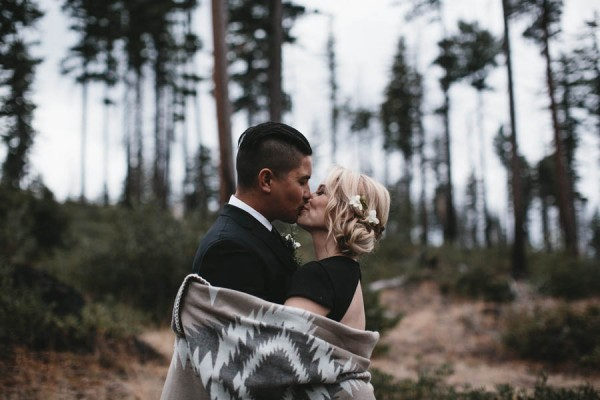 Black-and-White-Log-Cabin-Wedding-Pure-Cozy-Chic-16
