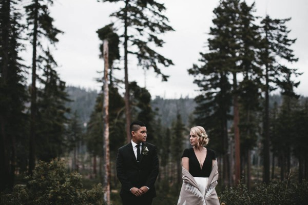 Black-and-White-Log-Cabin-Wedding-Pure-Cozy-Chic-18
