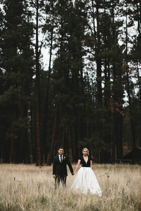 Black-and-White-Log-Cabin-Wedding-Pure-Cozy-Chic-4