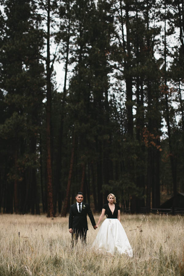 This black and white log cabin wedding is pure cozy chic for Log cabin wedding