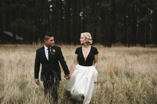 Black-and-White-Log-Cabin-Wedding-Pure-Cozy-Chic-5