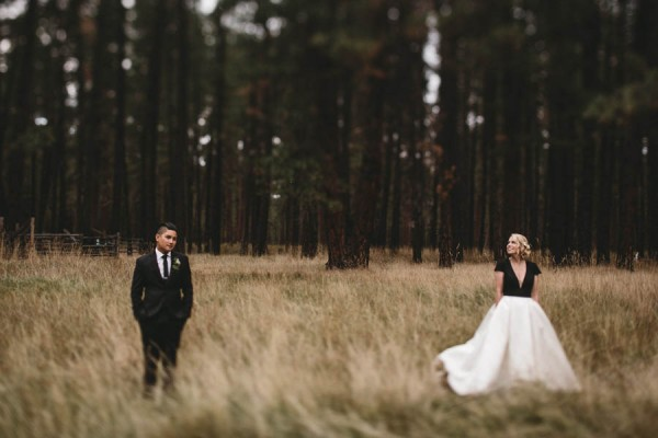 Black-and-White-Log-Cabin-Wedding-Pure-Cozy-Chic-7