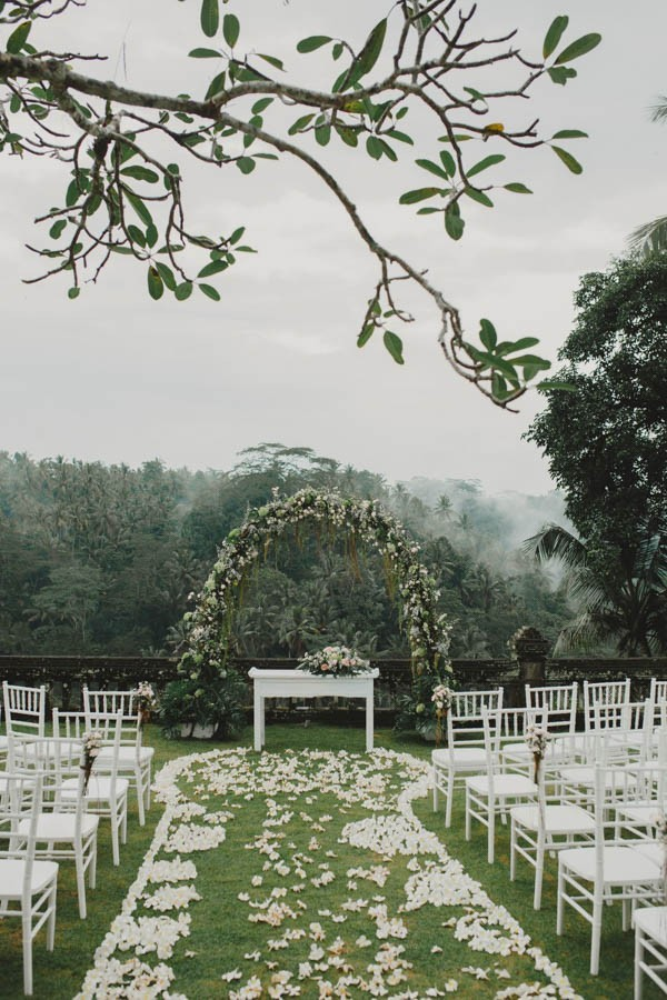 Bohemian-Chic-Bali-Wedding-at-Puri-Wulandari-Terralogical-Photography-16-600x900