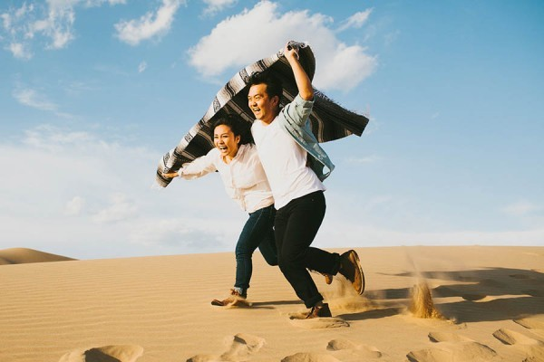 Breathtaking-Engagement-Session-at-the-Imperial-Sand-Dunes-Michael-Ryu-19-of-35-600x400