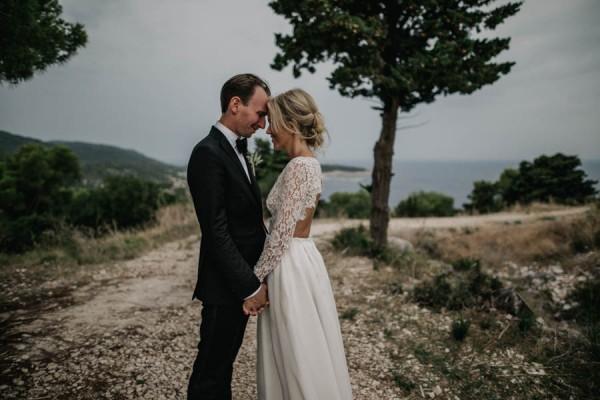 Chic-Rustic-Croatian-Wedding-at-Fort-George-Irina-Matej-Weddings-12