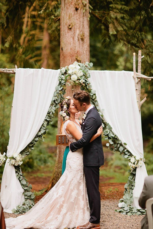 Earthy-Oregon-Wedding-at-Hornings-Hideout-Nakalan-McKay-10-600x900
