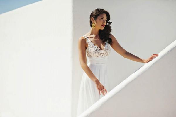 Glamorous-Santorini-Wedding-at-the-Anastasi-Church-Thanasis-Kaiafas-23