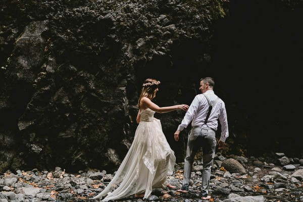 Intimate-Barefoot-Elopement-Columbia-River-Gorge-10