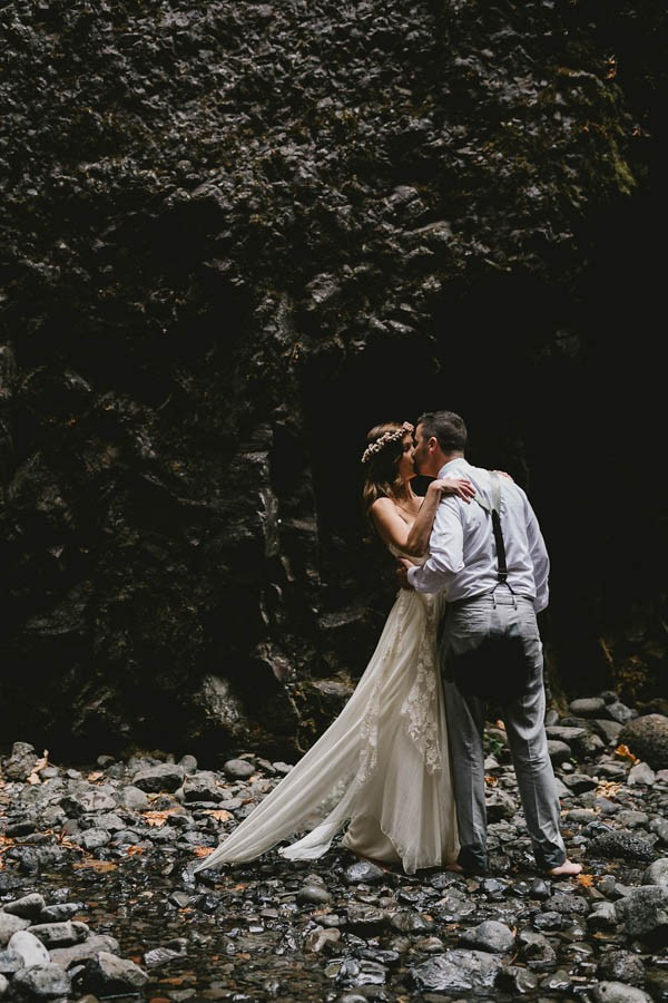 Intimate-Barefoot-Elopement-Columbia-River-Gorge-11