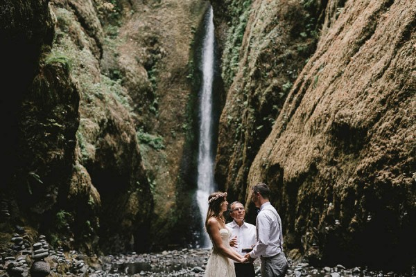 Intimate-Barefoot-Elopement-Columbia-River-Gorge-12