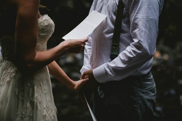 Intimate-Barefoot-Elopement-Columbia-River-Gorge-15
