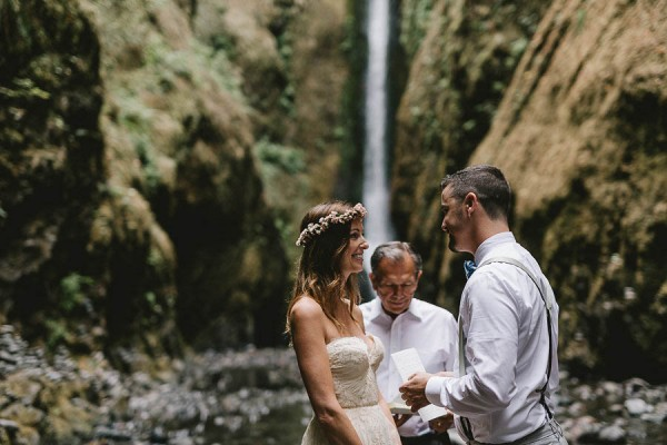 Intimate-Barefoot-Elopement-Columbia-River-Gorge-18