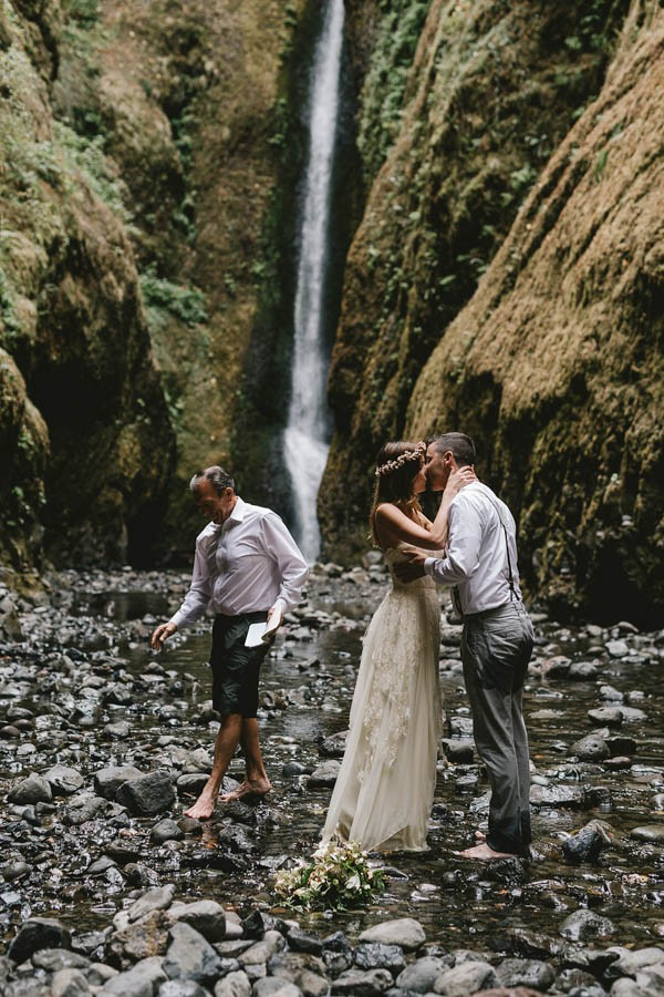 Intimate-Barefoot-Elopement-Columbia-River-Gorge-20