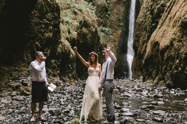Intimate-Barefoot-Elopement-Columbia-River-Gorge-22