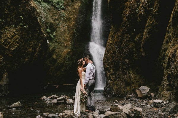 Intimate-Barefoot-Elopement-Columbia-River-Gorge-26