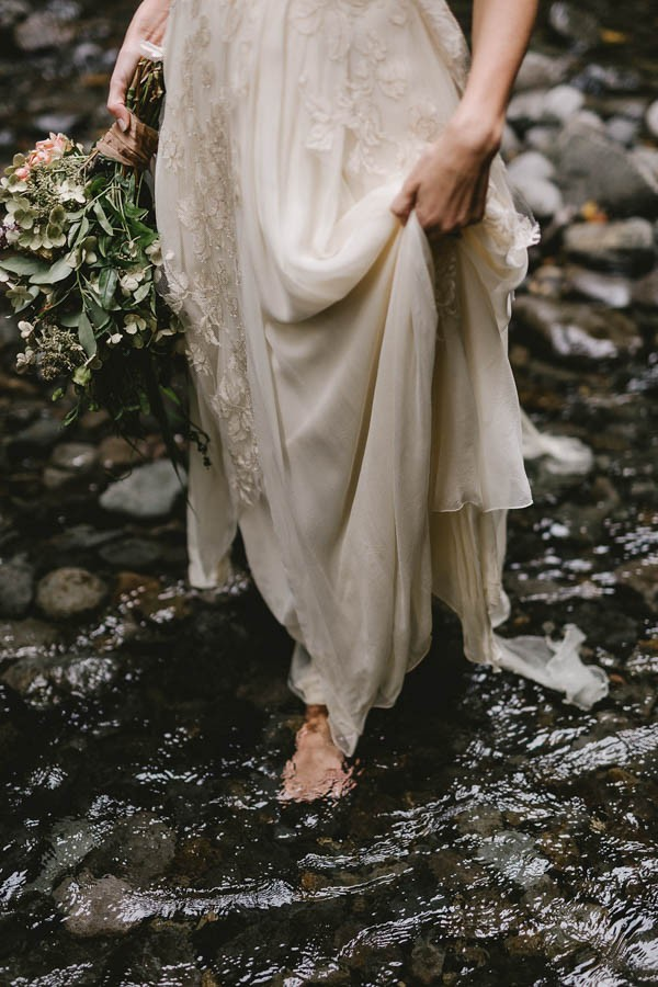 Intimate-Barefoot-Elopement-Columbia-River-Gorge-29