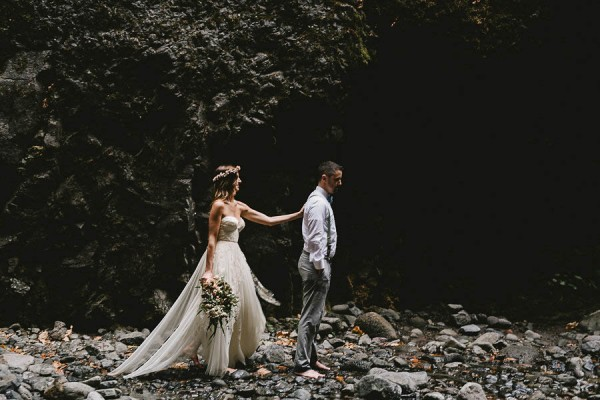 Intimate-Barefoot-Elopement-Columbia-River-Gorge-9