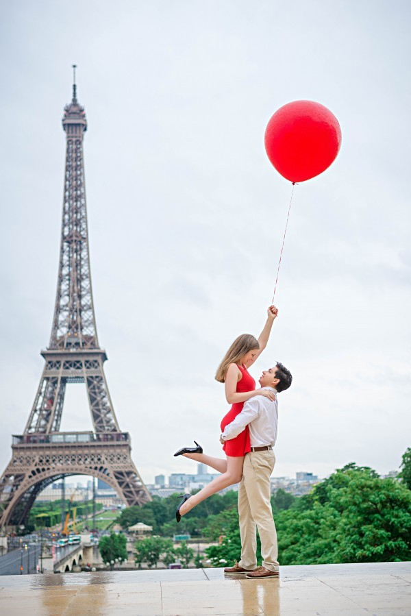 Eiffel-Tower-Engagement-3-600x899