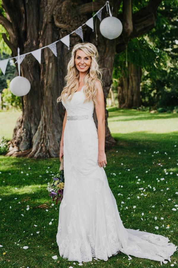 Festive-Warwickshire-Wedding-at-Talton-Lodge-18-of-33-600x900