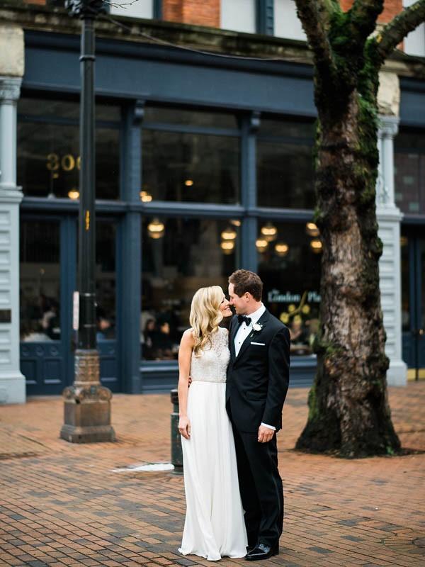 Glamorous-Black-and-Gold-Four-Seasons-Wedding-Ryan-Flynn-Photography-10