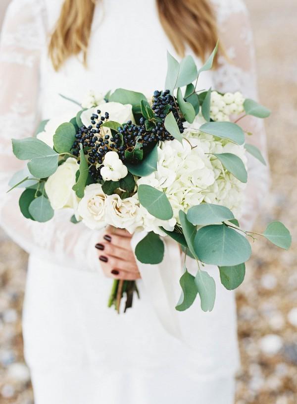 Gold-White-Wedding-De-La-Warr-Pavilion-Ann-Kathrin-Koch-22-of-28-600x815