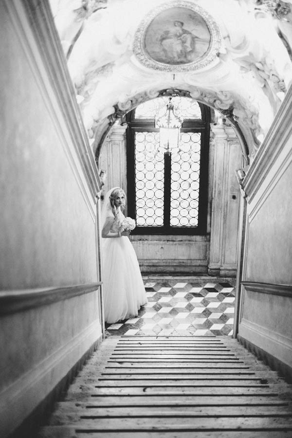 Insanely-Romantic-Grace-Kelly-Inspired-Venice-Elopement-Allison-Harp-Photography-13