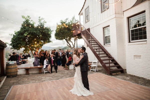 Laid-Back-Annapolis-Wedding-That-Doesn't-Skimp-Pretty-30