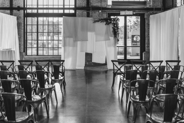 Modern-Classic-Ottawa-Wedding-Horticulture-Building-19