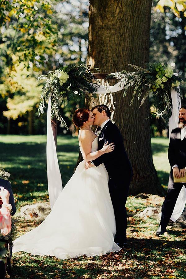 Modern-Cuyahoga-Valley-Wedding-Dark-Wood-Succulents-Addison-Jones-17