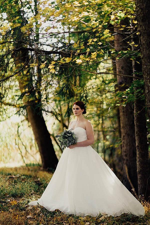 Modern-Cuyahoga-Valley-Wedding-Dark-Wood-Succulents-Addison-Jones-6