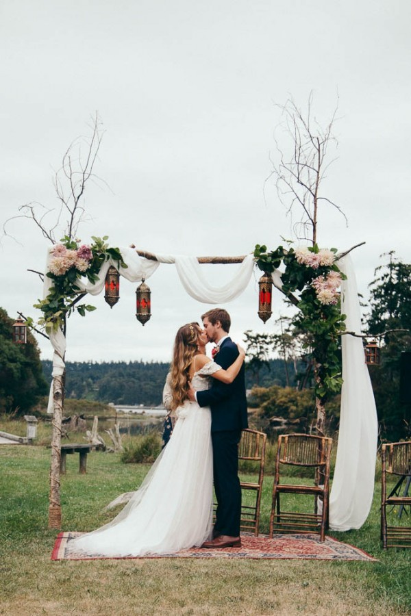 Multicultural-Inspired-Wedding-at-The-Captain-Whidbey-Inn-Julia-Kinnunen-Photography-0616-600x900