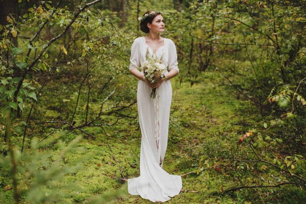 Naturally-Beautiful-Forest-Wedding-Moscow-12