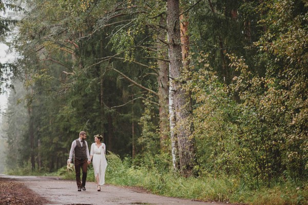 Naturally-Beautiful-Forest-Wedding-Moscow-13
