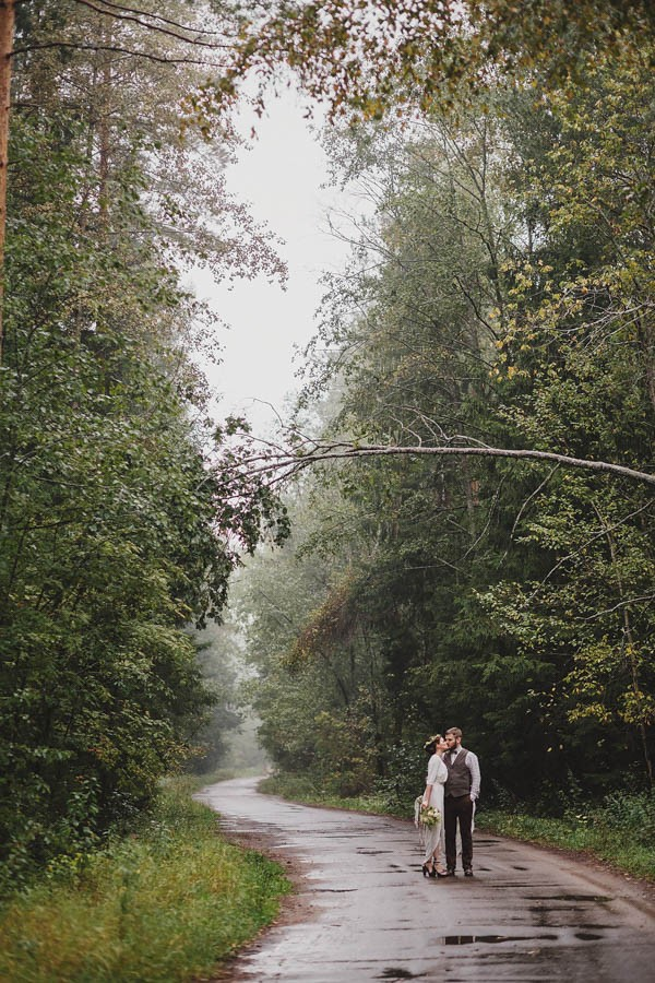 Naturally-Beautiful-Forest-Wedding-Moscow-14