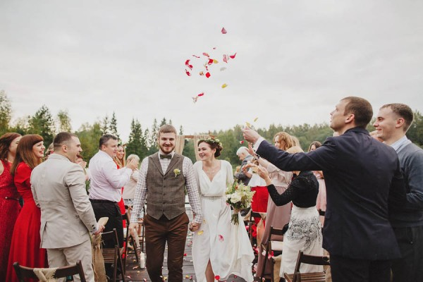 Naturally-Beautiful-Forest-Wedding-Moscow-21
