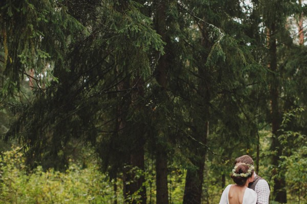 Naturally-Beautiful-Forest-Wedding-Moscow-9