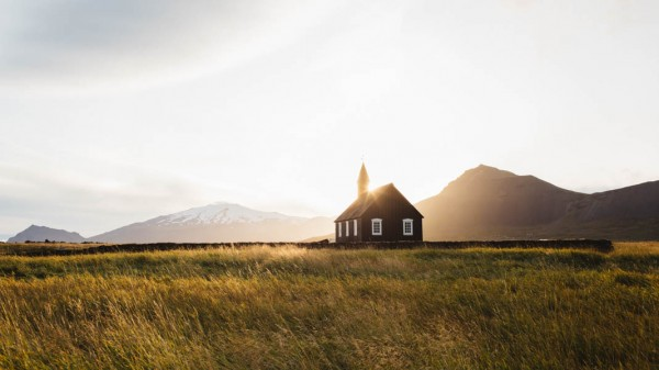 Passionate-Iceland-Destination-Wedding-Budir-Church-5
