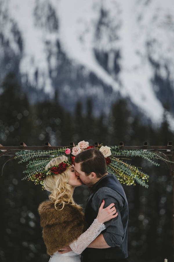 Passionate-Winter-Elopement-Inspiration-at-Emerald-Lake-Lolo-Nola-Photography-23