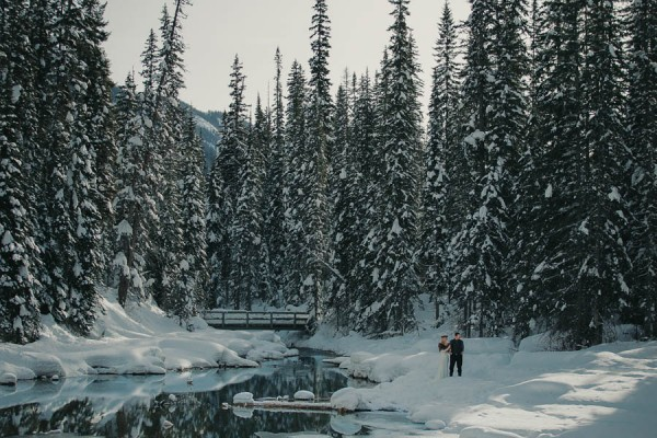 Passionate-Winter-Elopement-Inspiration-at-Emerald-Lake-Lolo-Nola-Photography-26