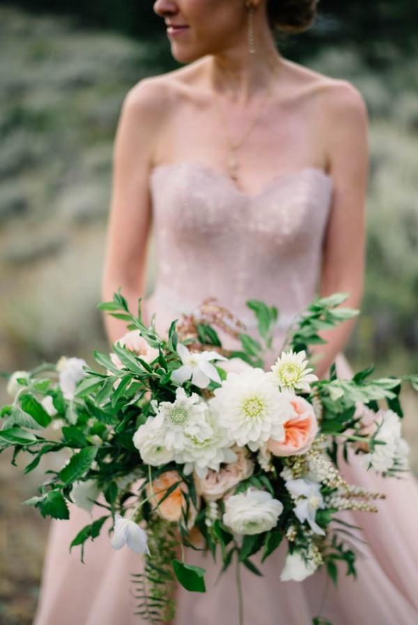 Romantic-Estes-Park-Wedding-at-Taharaa-Mountain-Lodge-16-of-27-600x898