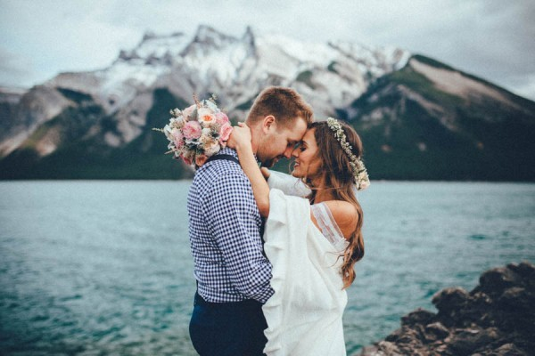 Stunning-Banff-Elopement-in-the-Tunnel-Mountain-Reservoir-Tricia-Victoria-Photography-37-600x400