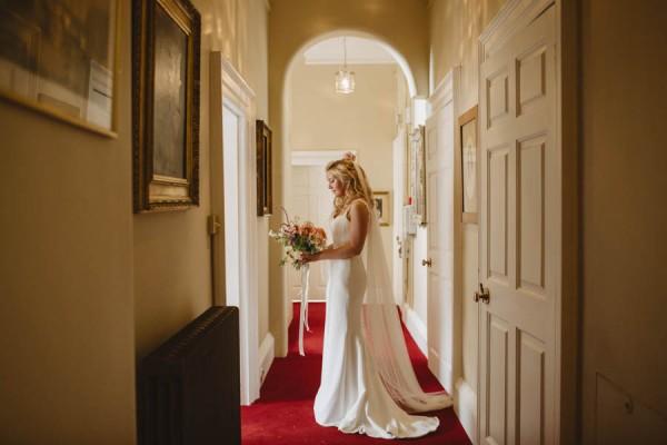 Sweetly-Colorful-Scottish-Wedding-Gilmerton-House-11