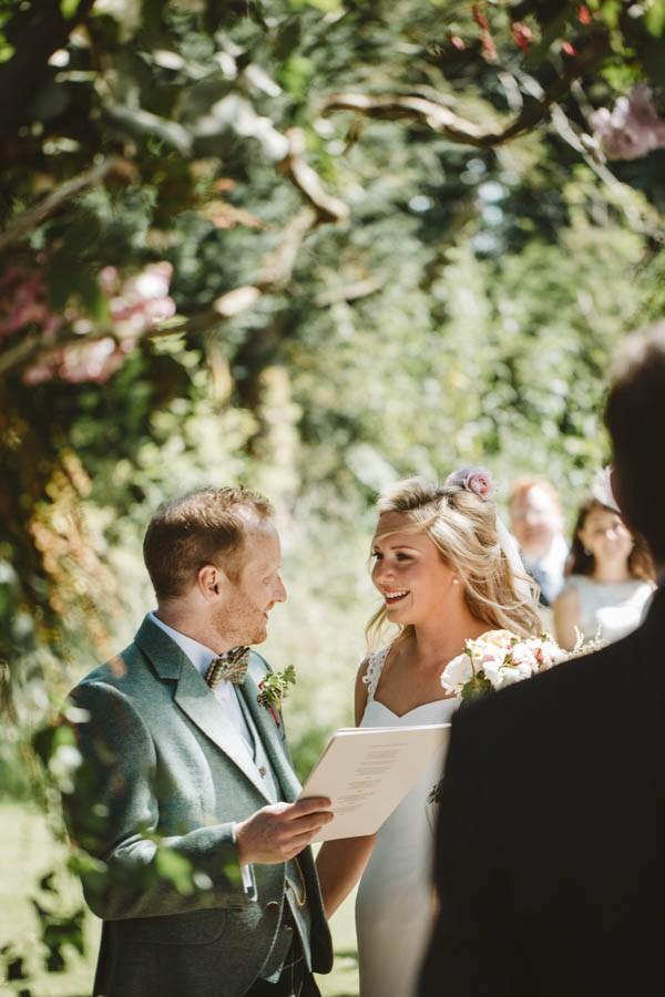 Sweetly-Colorful-Scottish-Wedding-Gilmerton-House-17