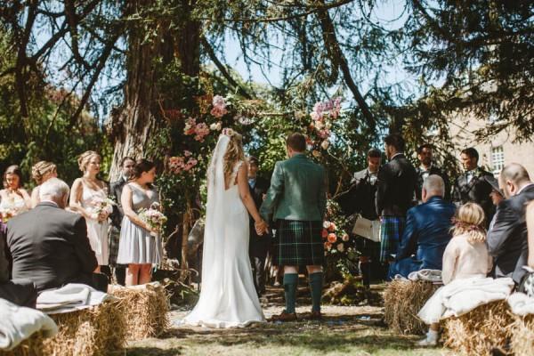 Sweetly-Colorful-Scottish-Wedding-Gilmerton-House-18