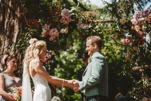 Sweetly-Colorful-Scottish-Wedding-Gilmerton-House-19