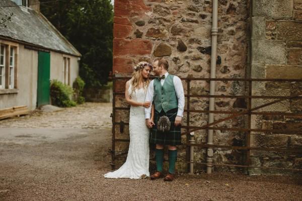 Sweetly-Colorful-Scottish-Wedding-Gilmerton-House-43
